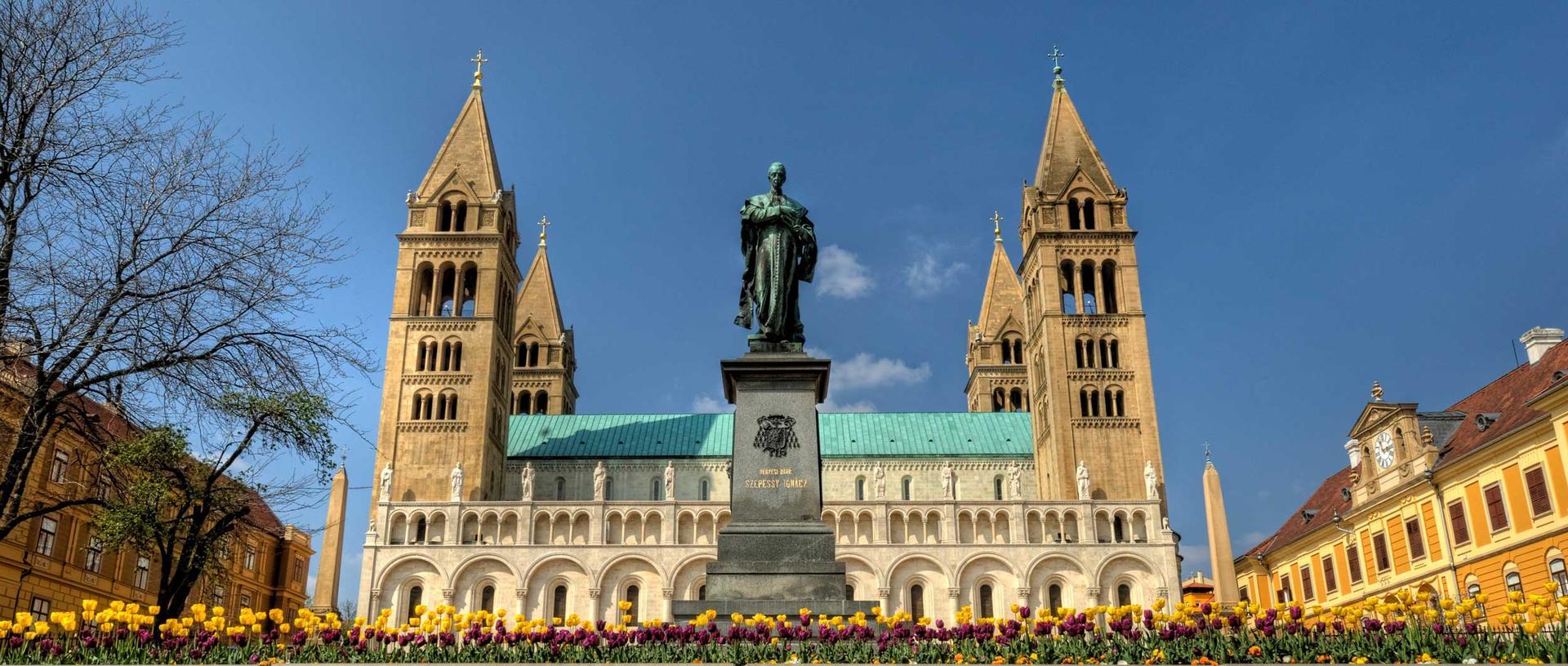 Pecs Kathedrale pectineus Ungarn iStock 133862874