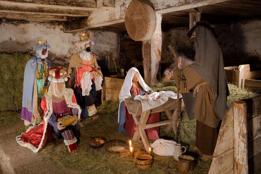 Tiroler Bergweihnacht im Sixenhof Krippe mit lebensgroszen Figuren alpline