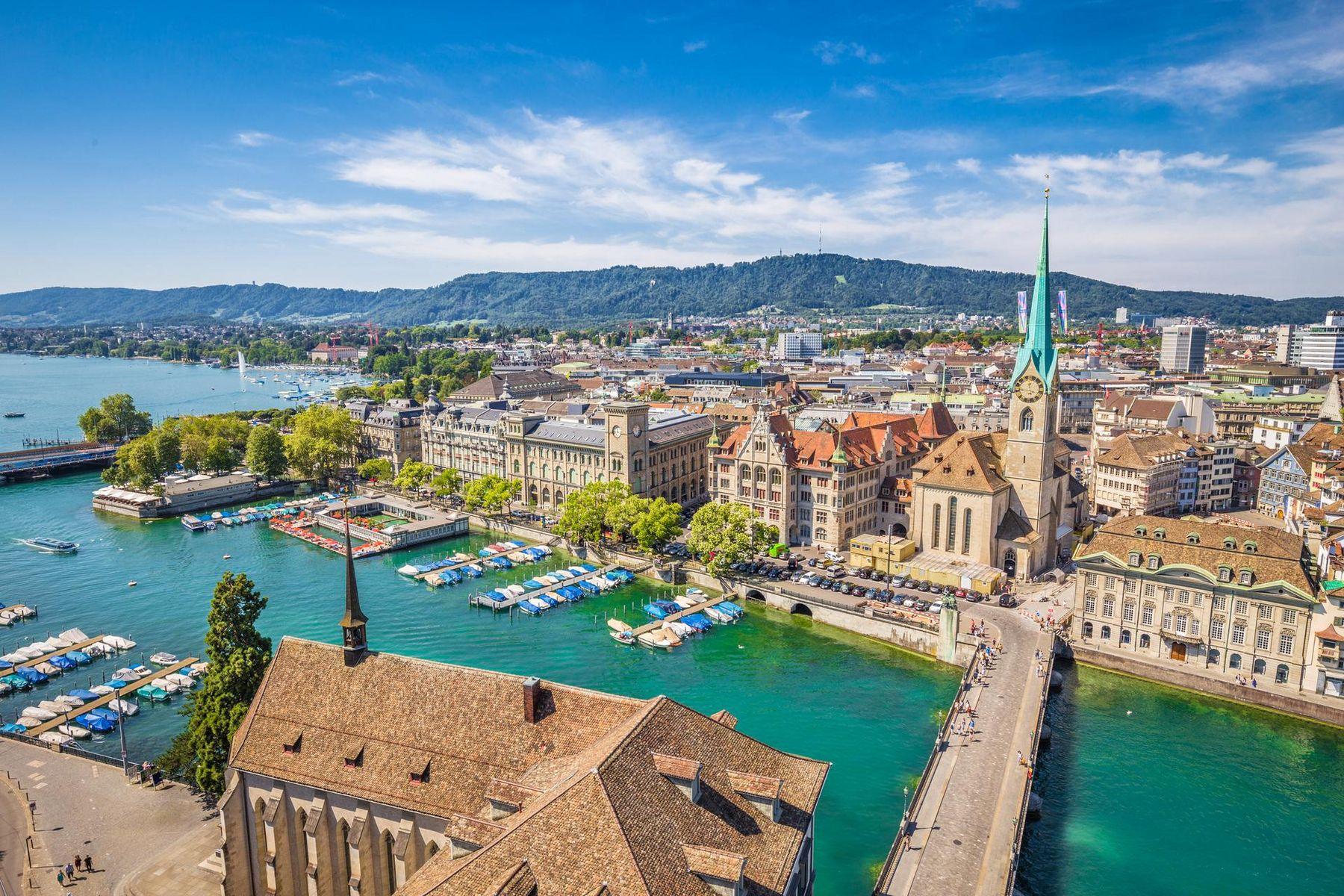 Zurich Altstadt iStock 510212678